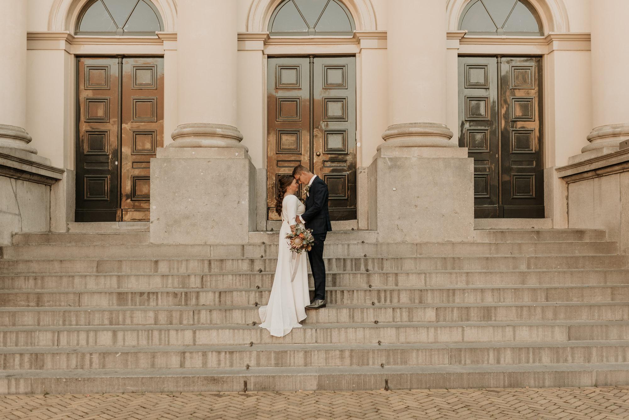 trouwen met corona bij stadhuis van Dordrecht